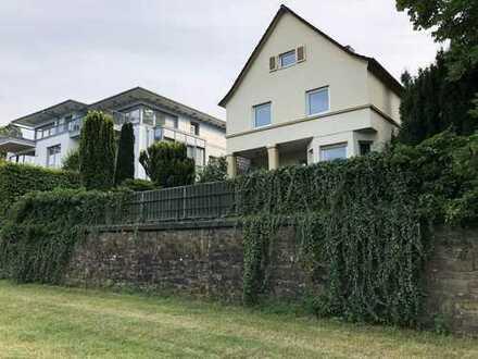 Traumhaftes Art déco Haus in direkter Rheinlage von Architekt Peter Wald