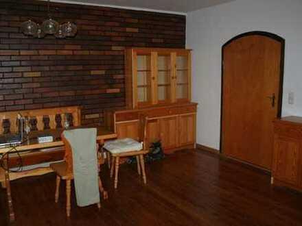Zimmer in 4er-WG-Einfamilienhaus mit viel Platz