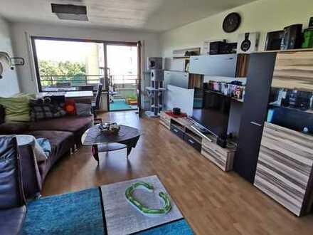 In Königsbrunn: Gepflegte Wohnung mit zwei Zimmern und Balkon