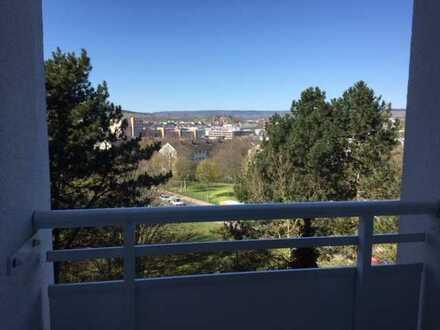 renoviertes Apartment mit Balkon und Blick ins Grüne