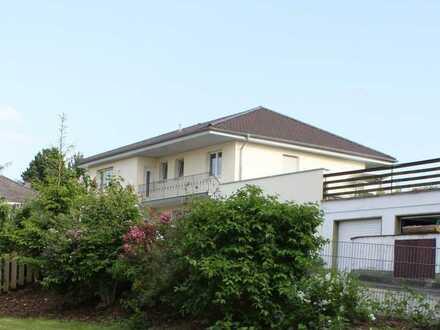 Hauptwohnung in Villa mit toller Südlage und Gartenanteil