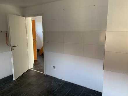 Familienfreundlich geräumige und sanierte 4-Zimmer-Maisonette-Wohnung mit Balkon in Hamm