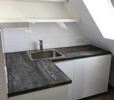 *ERSTBEZUG*: Sanierte DG 4 Zimmer Wohnung mit Aufzug - Einbauküche - 3 Bädern!!