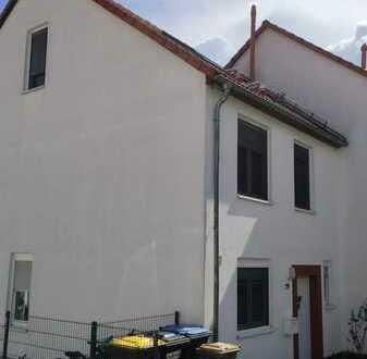 Neuwertige Doppelhaushälfte mit fünf Zimmern in Bad Vilbel Dortelweil