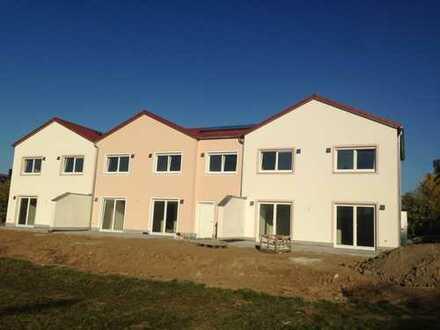 Neubau-Reihenmittelhaus kurz vor Fertigstellung