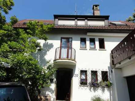 Schöne vier Zimmer Dachwohnung in Stuttgart, Süd