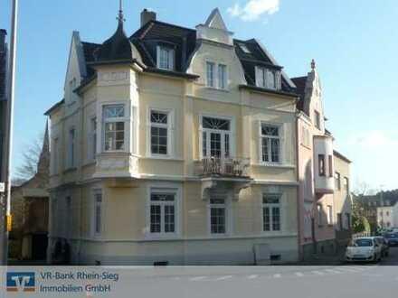 Charmante 3 Zimmer Eigentumswohnung im 1.OG eines tollen Altbaus im Herzen von Siegburg...