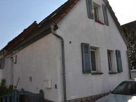 Schmuckkästchen im Dornröschenschlaf in Darmstadt-Dieburg (Kreis), Erzhausen