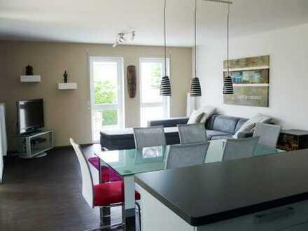 Neuwertige 4-Zimmer-Erdgeschosswohnung mit Terrasse und EBK in Top Lage