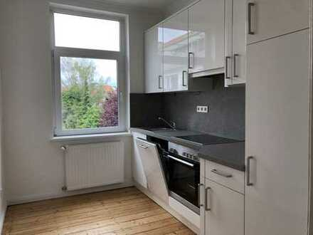 3-Zimmer Altbau-Wohnung mit Charme über 2 Etagen - mit Balkon und Einbauküche in ruhiger Nebenstraße
