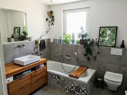 Stilvolle, neuwertige 3-Zimmer-Wohnung mit Balkon und Einbauküche in Erlenbach