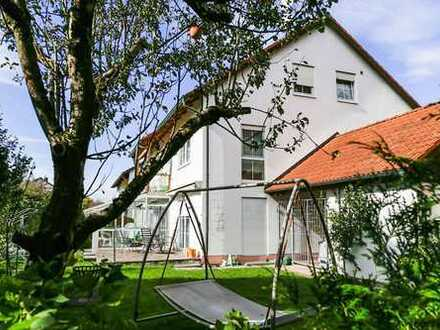 Haus im Haus! - Großzügige Erdgeschosswohnung mit Garten und ausgebautem Keller