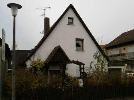 Aus Insolvenz/Gebotsverfahren: Kleines Einfamilienhaus in 90542 Eckental, Gotzmannstrasse