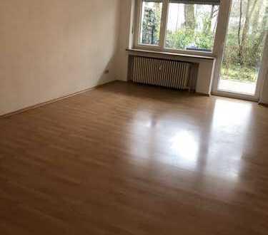 Schöne, geräumige ein Zimmer Wohnung mit Garten in München, Trudering