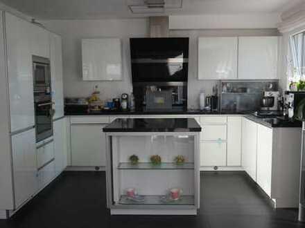 Exklusive 4-Zimmer-EG-Wohnung mit Balkon und EBK in Ostfildern