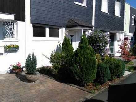 Saniertes Reihenhaus mit vier Zimmern, EBK in Wi-Biebrich/Townhouse