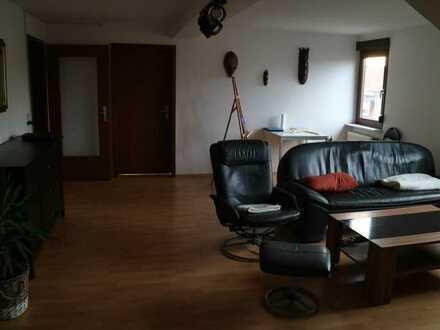 Helle, große DG-Wohnung mit vier Zimmern und zwei Bädern