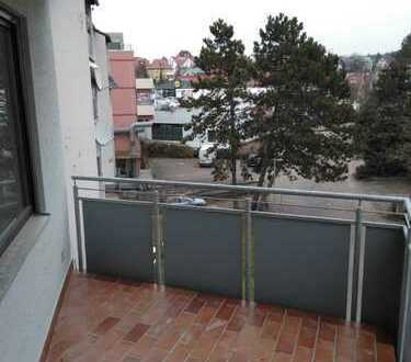 Stilvolle, modernisierte 2-Zimmer-Wohnung mit 3 Balkonen und Einbauküche in Böblingen