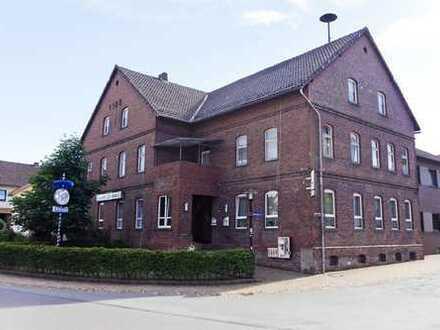 Große Gastwirtschaft mit Saal und Wohngebäude in Höxter-Fürstenau