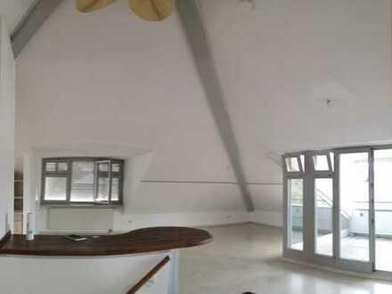 Lichtdurchflutete 3-Zi. Penthouse-Dachgeschoss-Wohnung + Loggia im Herzen von Lindenberg