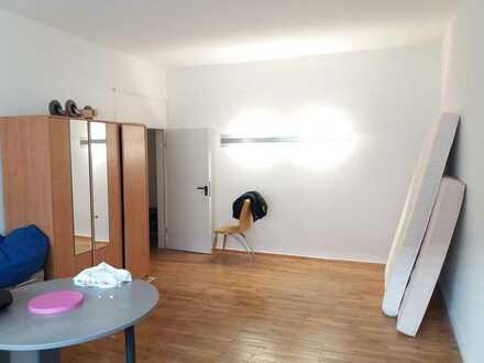 Unmöbliertes 25m² Zimmer in 5er WG in KA-Mühlburg