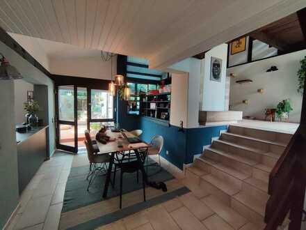 Haus mit offener Architektur, Wintergarten, Kamin und Garten: 3,5 Zi in Bergen-Enkheim, Frankfurt/M