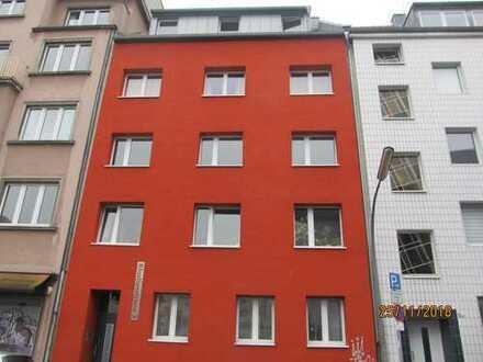 Ansprechende 4-Zimmer-Wohnung mit Balkon, Bad und Gäste WC in Mülheim, Köln