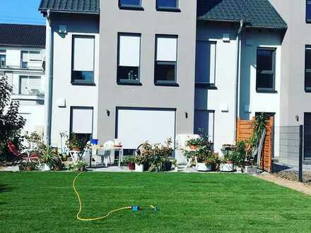 Schönes, geräumiges Haus mit fünf Zimmern in Ludwigshafen am Rhein, Oppau
