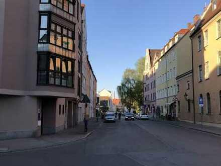 Modern Möblierte Wohnung mit Balkon im Herzen von Augsburg