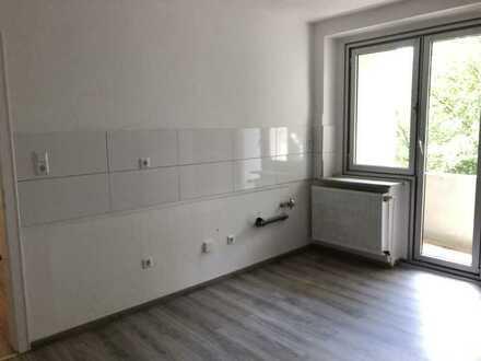 Komplett renovierte 3 Raum Wohnung ideal für die kleine Familie!!