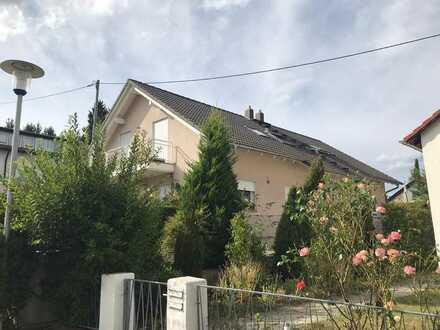 Gepflegte Doppelhaushälfte mit vier Zimmern und EBK in Grünwettersbach, Karlsruhe