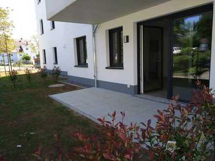 Neubau-Erstbezug: 2-Zimmer-Erdgeschosswohnung mit Einbauküche und Terasse mit Gartenanteil