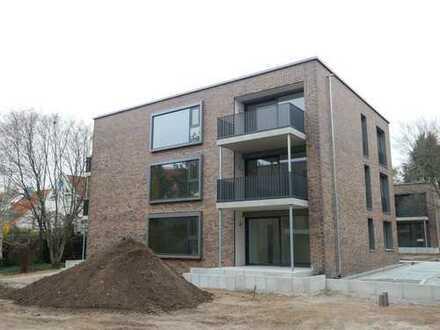 Wohnen im Park! Exklusive & tolle 2-Zimmer Wohnung (hochw. Einbauküche, gr. Balkon, Lift) in Thon
