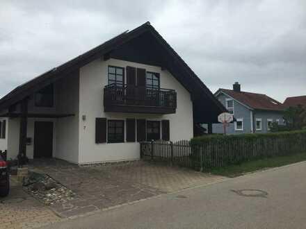 Ein Zuhause für die ganze Familie mit Galerie, mehreren Terrassen und großen Garten