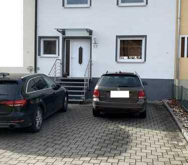 Modernisiertes Haus mit fünf Zimmern in Schwandorf (Ettmannsdorf)