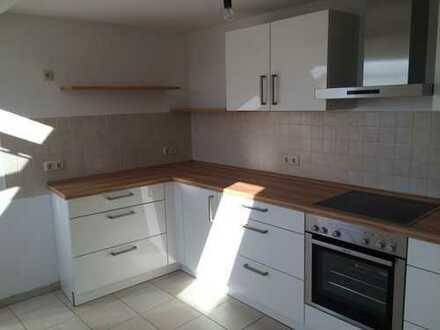 Preiswerte, geräumige und sanierte 2-Zimmer-DG-Wohnung mit EBK in Gräfenhainichen