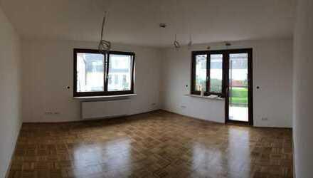 Helles Zimmer mit großem Balkon, Erstbezug in saniertem Haus mit Garten in 3er WG, S5
