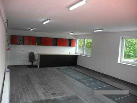 Garage evtl. als Werkstatt nutzbar. Neben bestehender KFZ-Werkstatt + Prüfstelle