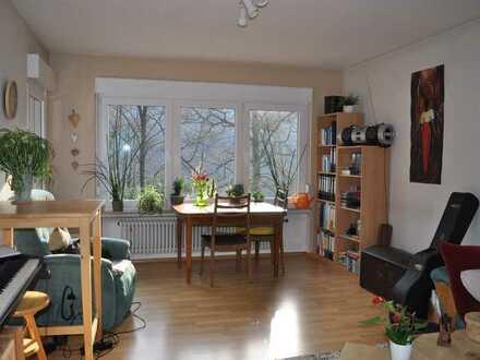 Sonnige, gepflegte Wohnung mit 2 Zimmern, Aussicht, Balkon in Bad Liebenzell.