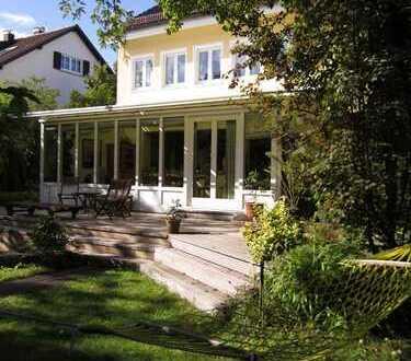 Freistehendes Einfamilienhaus mit großem Garten in ruhiger Anwohnerstraße in Stuttgart-Riedenberg