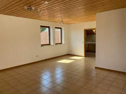 Großzügige, helle 3 Zimmer Dachgeschoss Wohnung mit Dachterrasse