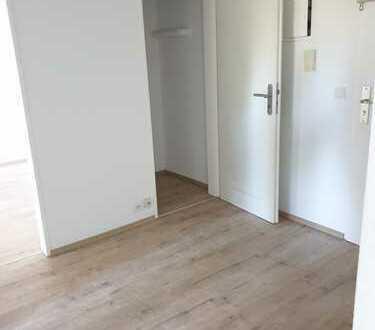 Erstbezug nach Modernisierung 2-Zimmer-Wohnung mit Balkon in Steinbach (Taunus)