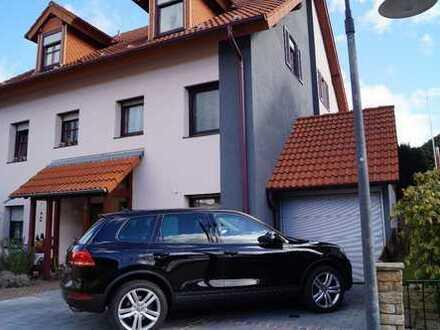 Schönes Haus mit fünf Zimmern und Einzelgarage in Enzkreis, Engelsbrand.