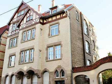 5-Zimmer-Wohnung in Kulturdenkmal mit Balkon in Stuttgart-Ost