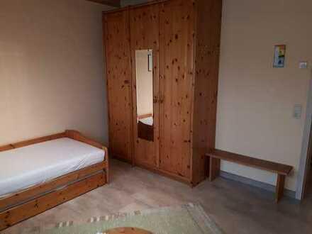 Zimmer in geräumiger Zweier-WG zu vermieten