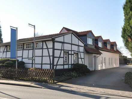 Knusperhaus mit romantischer Fachwerk-Fassade in Grünlage. Das Leben kann so schön sein!