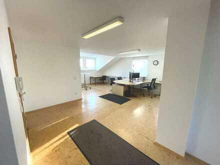 Arbeiten in ruhiger Ortsrandlage! Möbliertes Büro mit Wohnmöglichkeit!