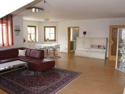 Sonnendurchflutete 4-Zimmer-Wohnung mit Südbalkon und Garten in Röttenbach