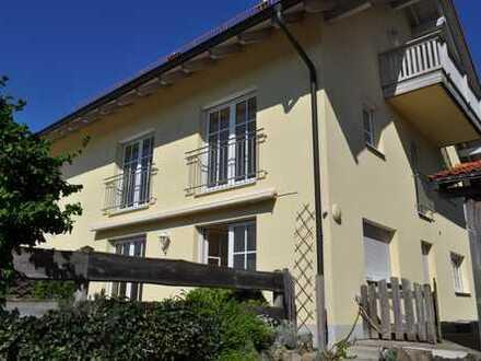 Gepflegte 6-Zimmer-Doppelhaushälfte mit Einbauküche in Egmating, Egmating
