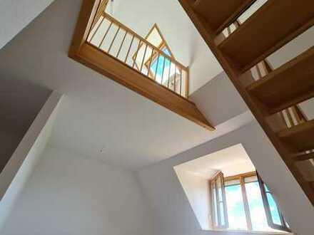 Stilvolle, 3-Zimmer-Maisonette-Wohnung mit Balkon und Einbauküche in Merching